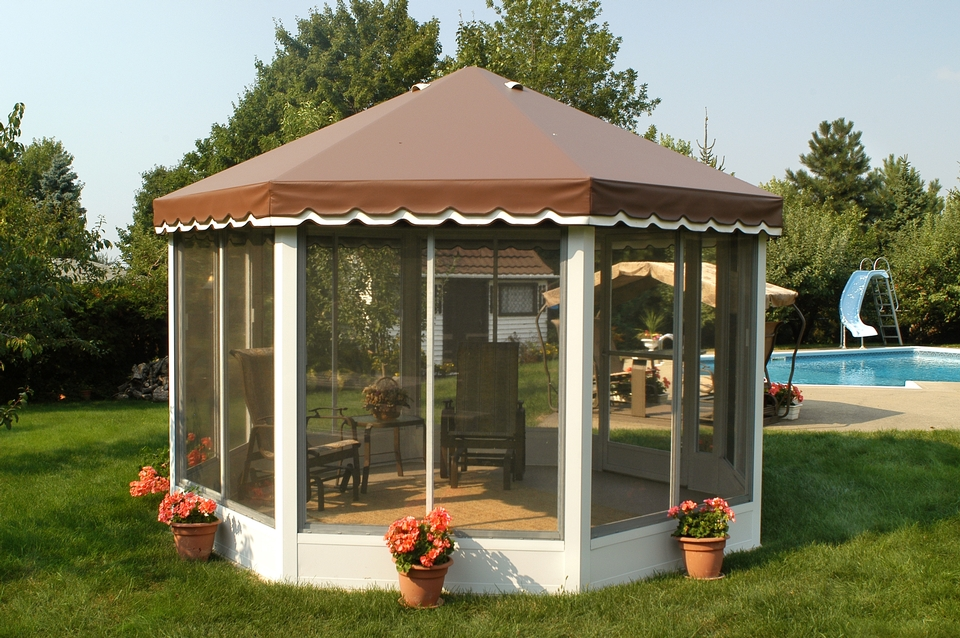 Carrousel Round Screen Enclosure